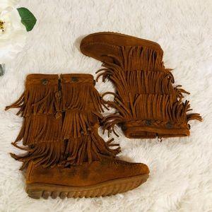 Minnetonka moccasin boots size 13